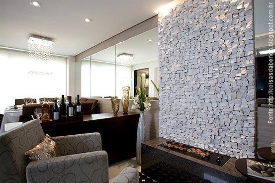 Sala De Jantar Pequena Comprar ~ Num belo living, o revestimento com espelhos contrabalança o impacto