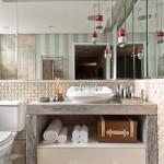 """No banheiro do espaço, nossos produtos conferem um ar """"rústico chique"""" ao ambiente."""