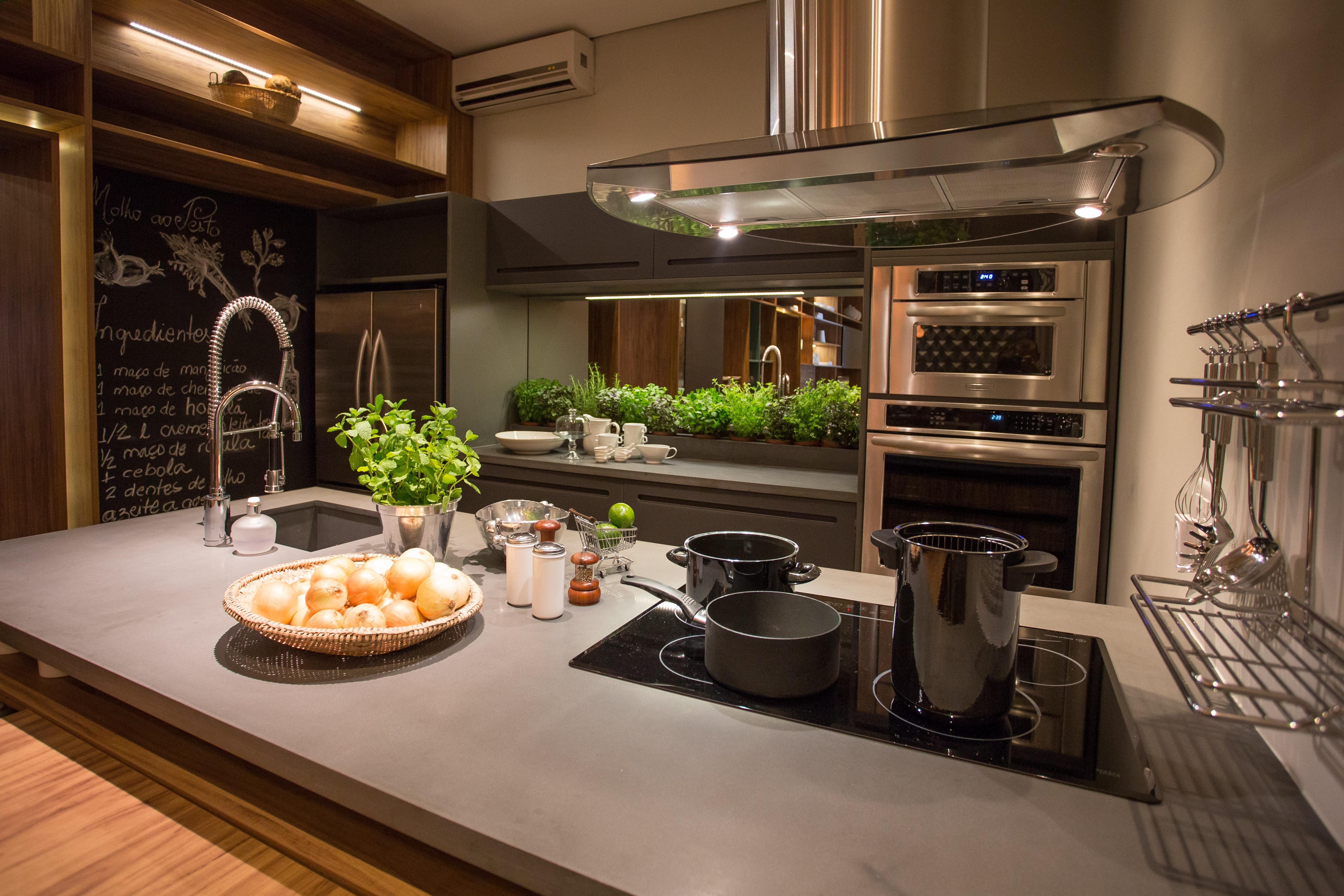 Cozinha integrada aposta na madeira e em m veis multi so for Modelos de sala de casa